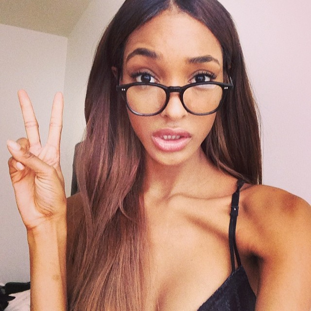 FLAUNT A PEACE SIGN: British model Jourdan Dunn flaunts a peace sign in this Instagram selfie. Nothing wrong with showing a little love to your followers.