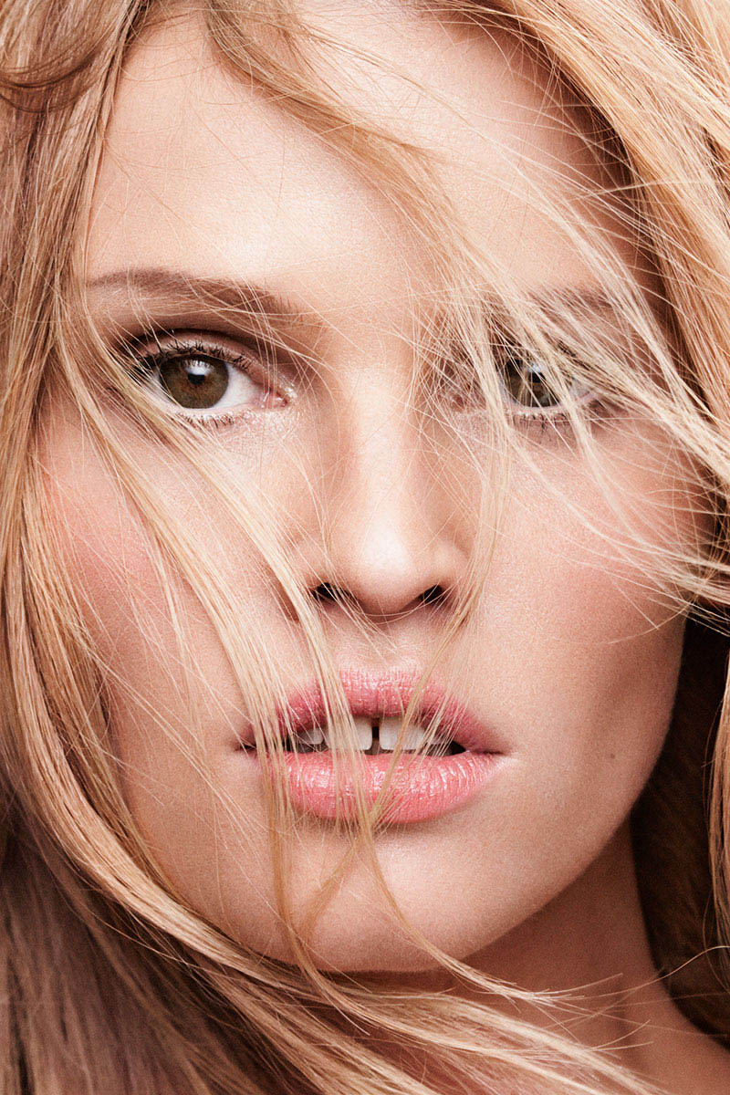 lara stone harpers bazaar4 Lara Stone Covers Harpers Bazaar, Opens Up About 2009 Rehab Stay