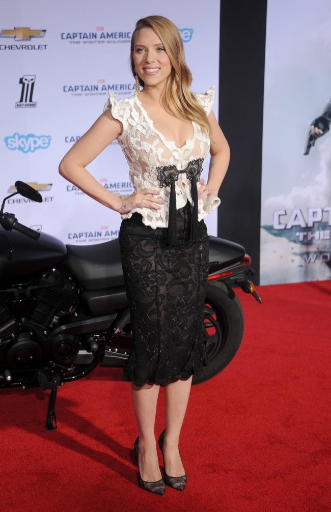 """Scarlett Johansson Wears Giorgio Armani Privé at """"Captain American: Winter Soldier"""" Premiere"""