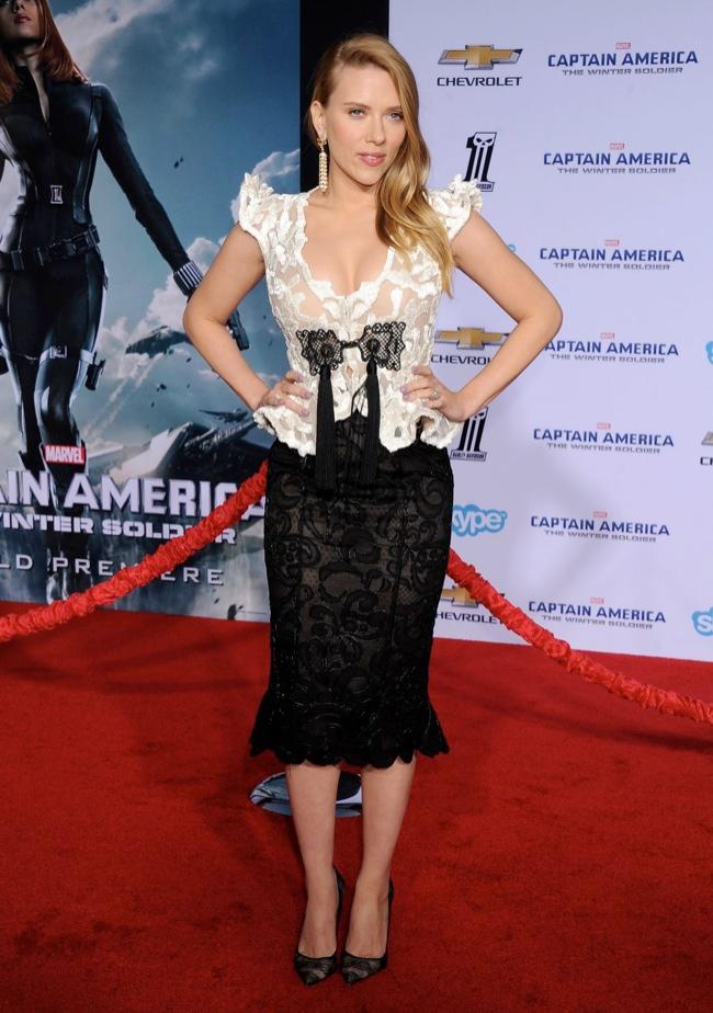 scarlett johansson armani prive2 Scarlett Johansson Wears Giorgio Armani Privé at Captain American: Winter Soldier Premiere