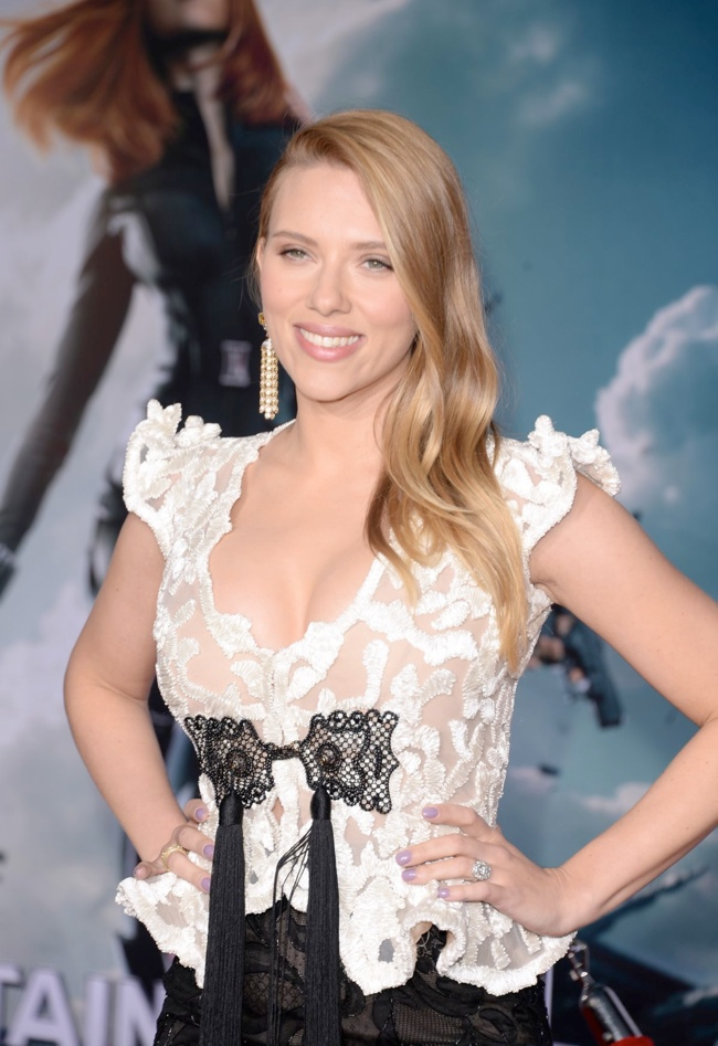 scarlett johansson armani prive3 Scarlett Johansson Wears Giorgio Armani Privé at Captain American: Winter Soldier Premiere