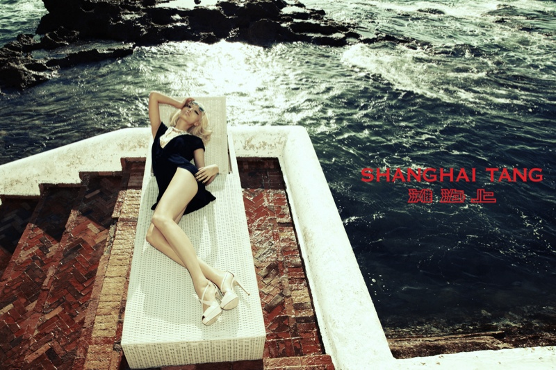 shanghai tang spring 2014 campaign1 Bonnie Chen Goes Seaside for Shanghai Tang Spring 2014 Ads by Richard Bernardin