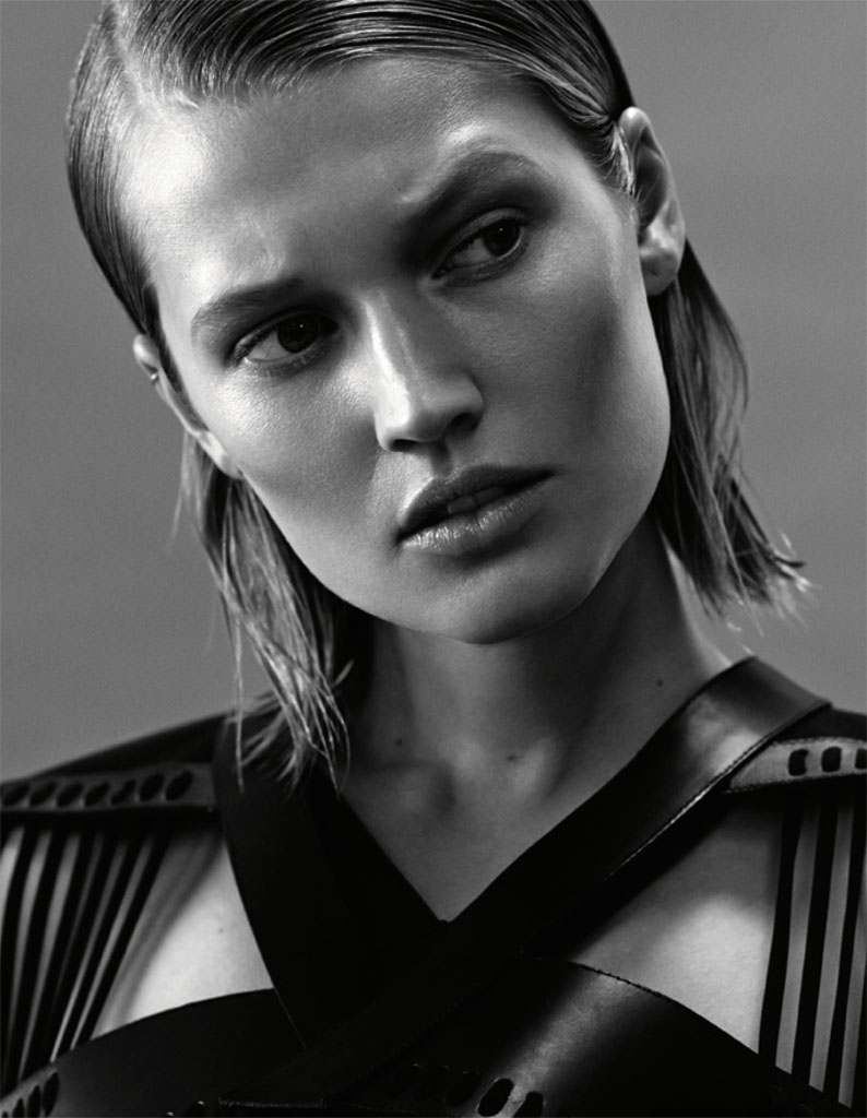 toni garrn photos7 Toni Garrn Gives Vixen Vibes in Interview Russia Shoot