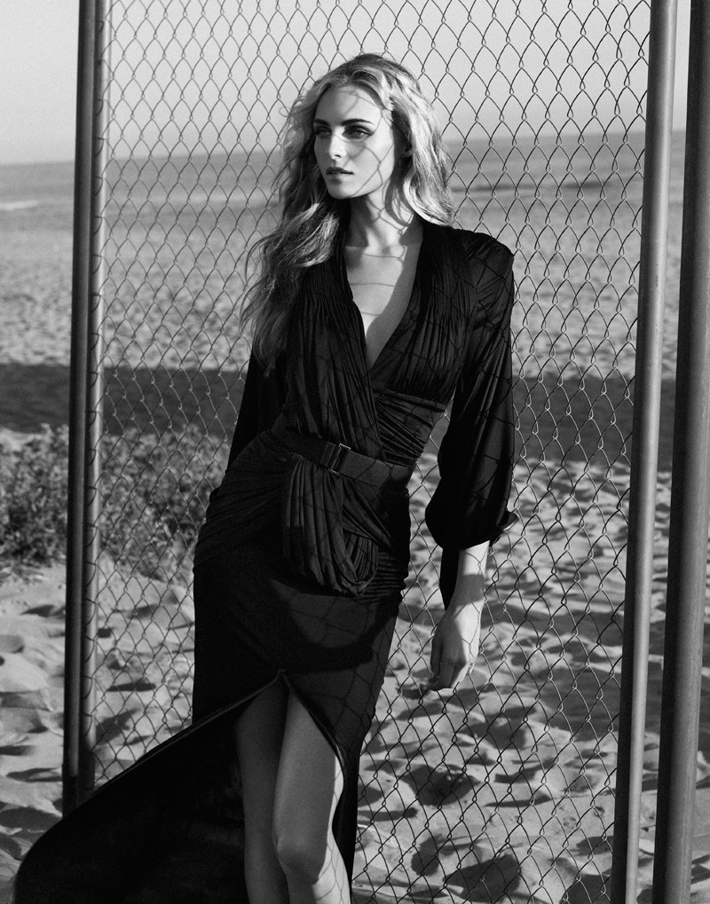 valentina zelyaeva photo shoot2 Valentina Zelyaeva Gets Beachy in Elle Russia Spread by Xavi Gordo