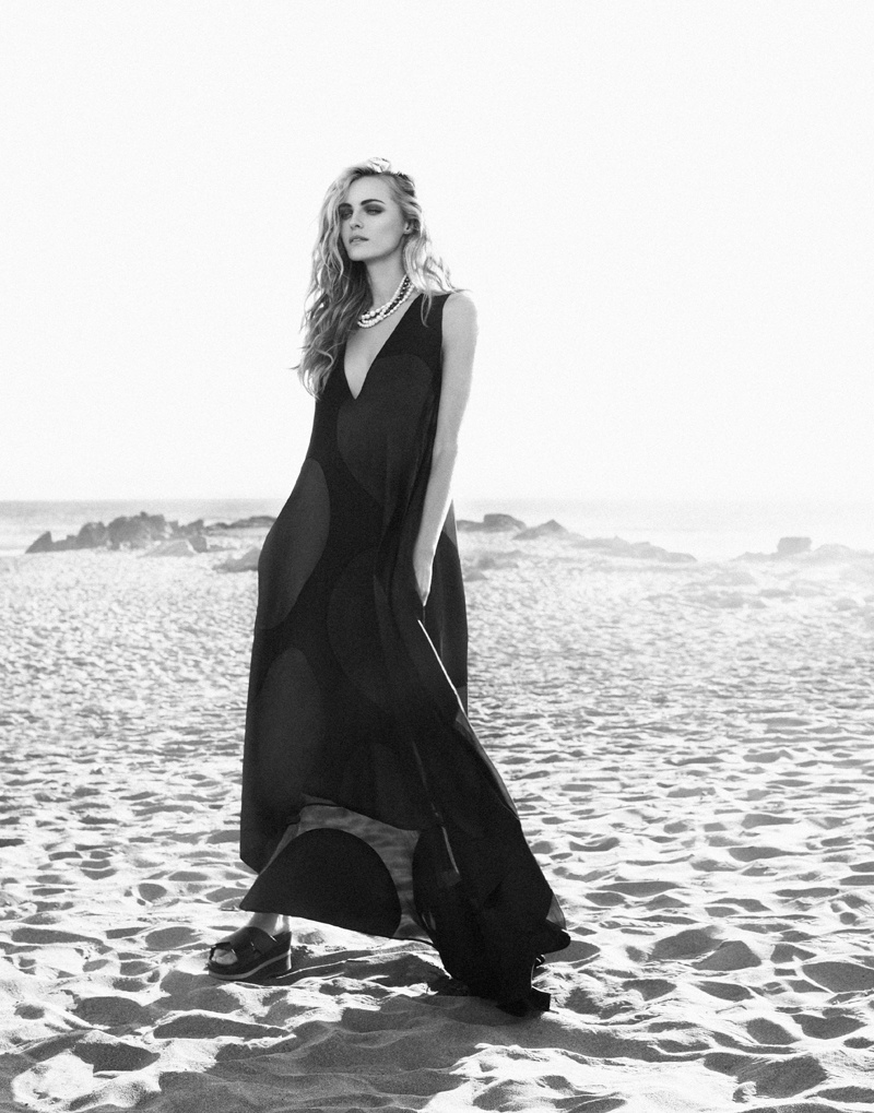 valentina zelyaeva photo shoot5 Valentina Zelyaeva Gets Beachy in Elle Russia Spread by Xavi Gordo