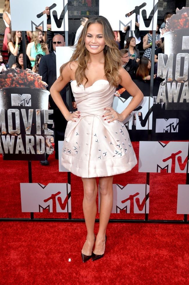 Chrissy Teigen Ulyana Sergeenko MTV Awards 2014 MTV Movie Awards Red Carpet Style