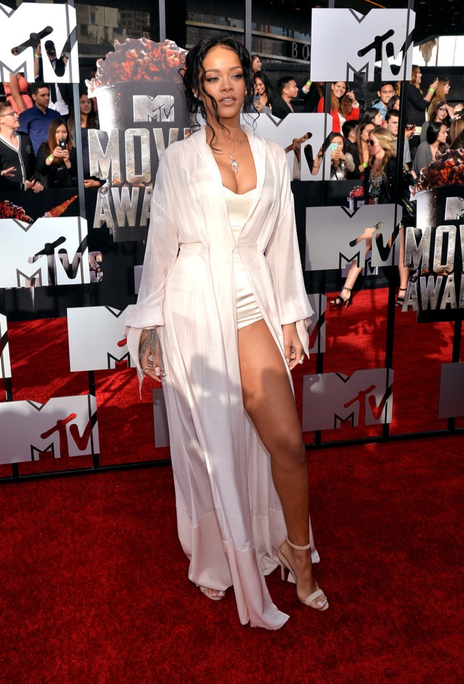Rihanna Ulyana Sergeenko MTV Movie Awards 2014 MTV Movie Awards Red Carpet Style