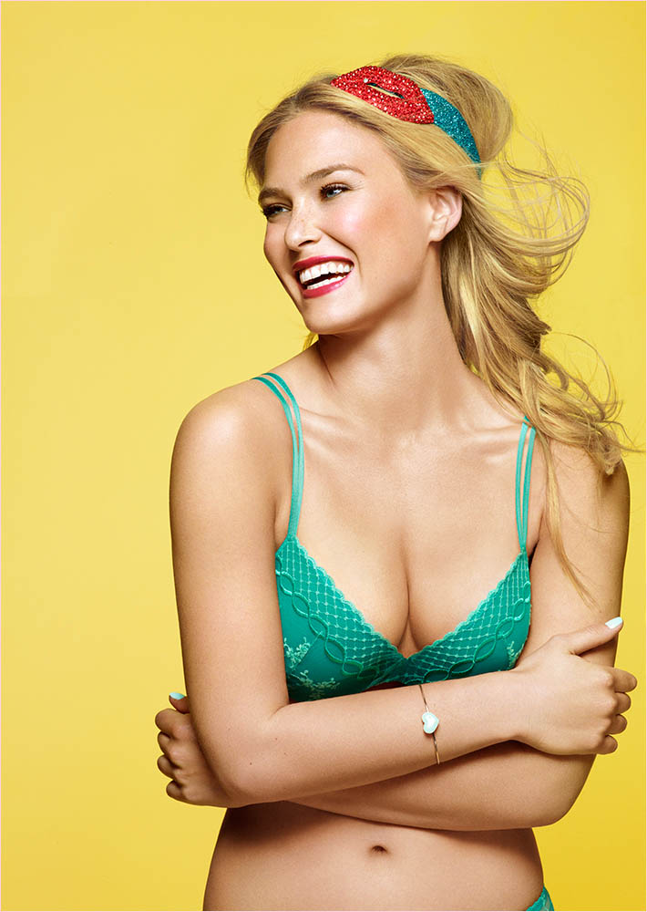 bar refaeli passionata spring 2014 1 Bar Refaeli Gets Fun, Flirty in Passionata Spring 2014 Ads