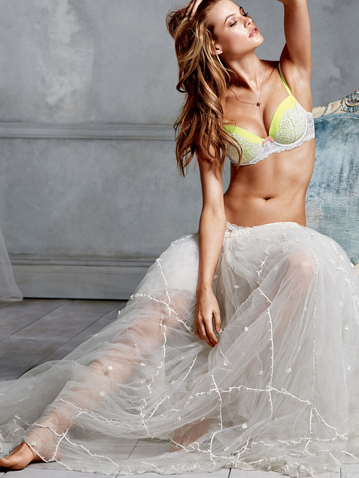 behati prinsloo victorias secret photo shoot1 Behati Prinsloo Wows in New Victorias Secret Photo Shoot