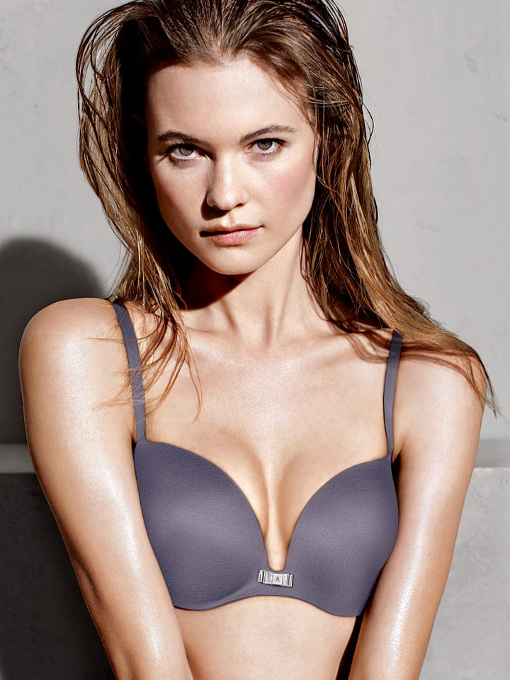 behati prinsloo victorias secret photo shoot6 Behati Prinsloo Wows in New Victorias Secret Photo Shoot