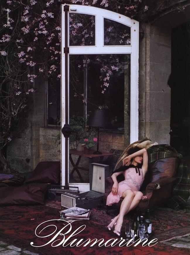 blumarine-fall-2002-campaign-shalom-harlow2