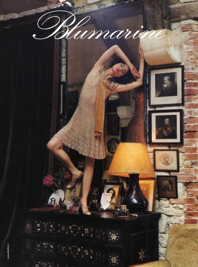 blumarine fall 2002 campaign shalom harlow7 TBT | Shalom Harlow Brings the Drama for Blumarines Fall 2002 Ads