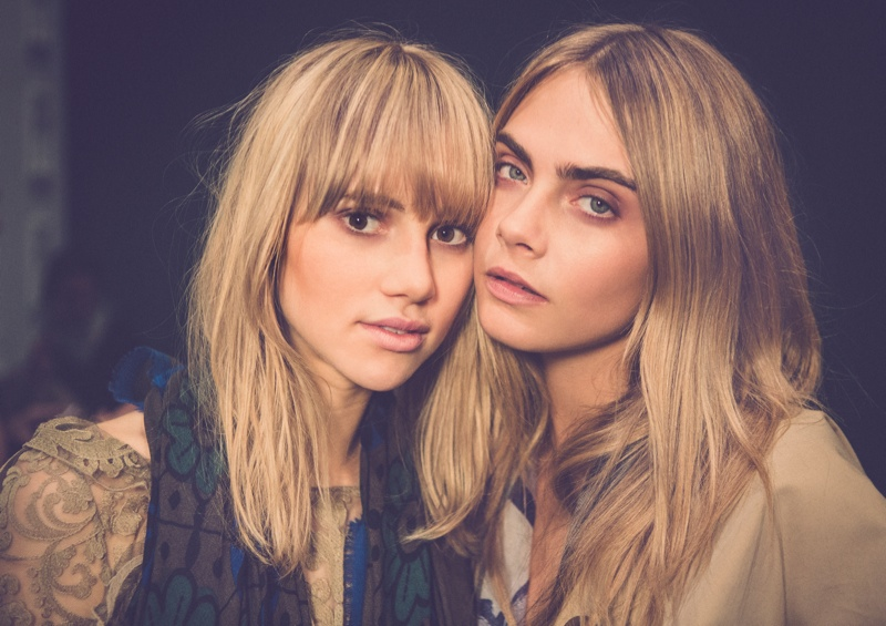 burberry cara suki1 Pals Cara Delevingne & Suki Waterhouse at Burberry Shanghai Event