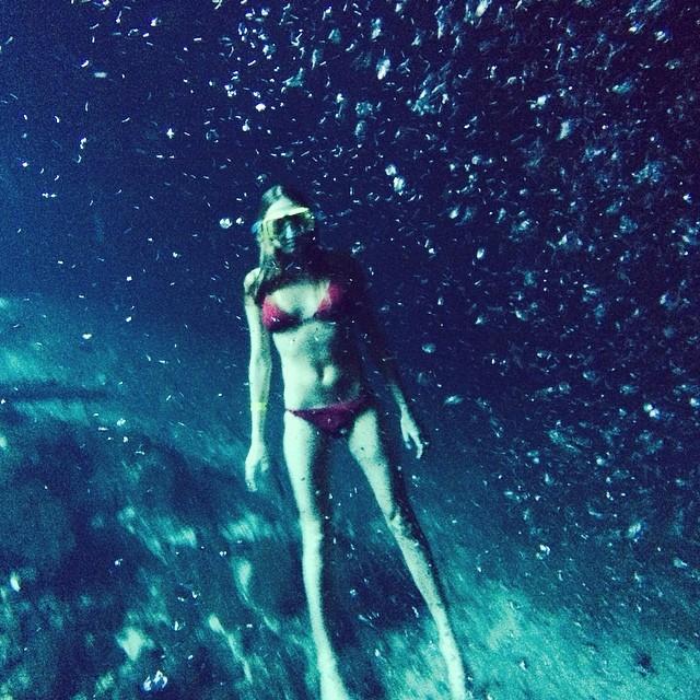 Cara Delevingne in underwater snap