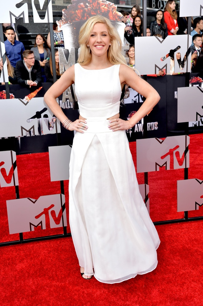 Elie Goulding wears a white Giorgio Armani dress