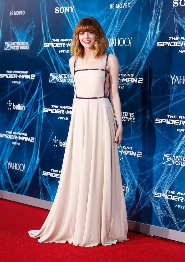 emma stone prada dress1 Emma Stone Debuts New Hair at The Amazing Spider Man 2 New York Premiere