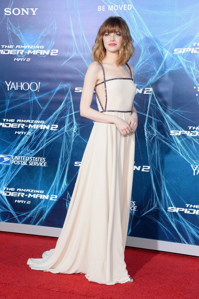 emma stone prada dress2 Emma Stone Debuts New Hair at The Amazing Spider Man 2 New York Premiere
