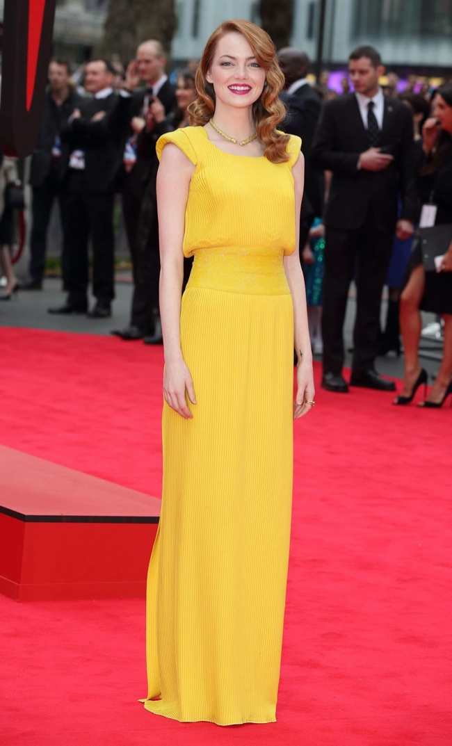 emma stone versace yellow dress1 Emma Stone Stuns in Atelier Versace at The Amazing Spider Man 2 London Premiere