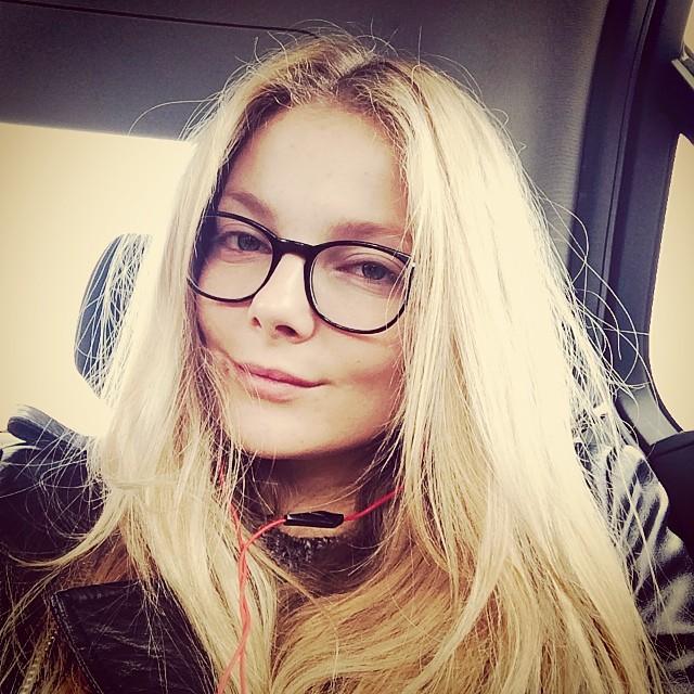 Eniko Mihalik takes a selfie in London