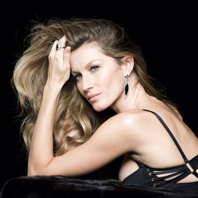 gisele bundchen behind the scenes1 Gisele Bundchen Behind the Scenes at Upcoming Vivara Jewelry Ad