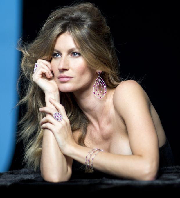 gisele bundchen behind the scenes4 Gisele Bundchen Behind the Scenes at Upcoming Vivara Jewelry Ad