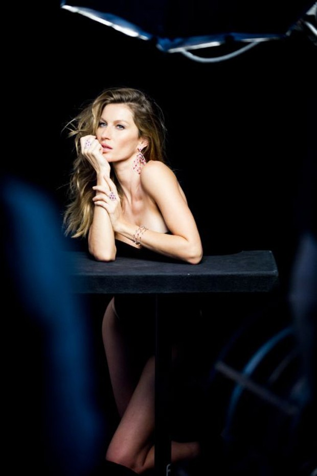 gisele bundchen behind the scenes5 Gisele Bundchen Behind the Scenes at Upcoming Vivara Jewelry Ad