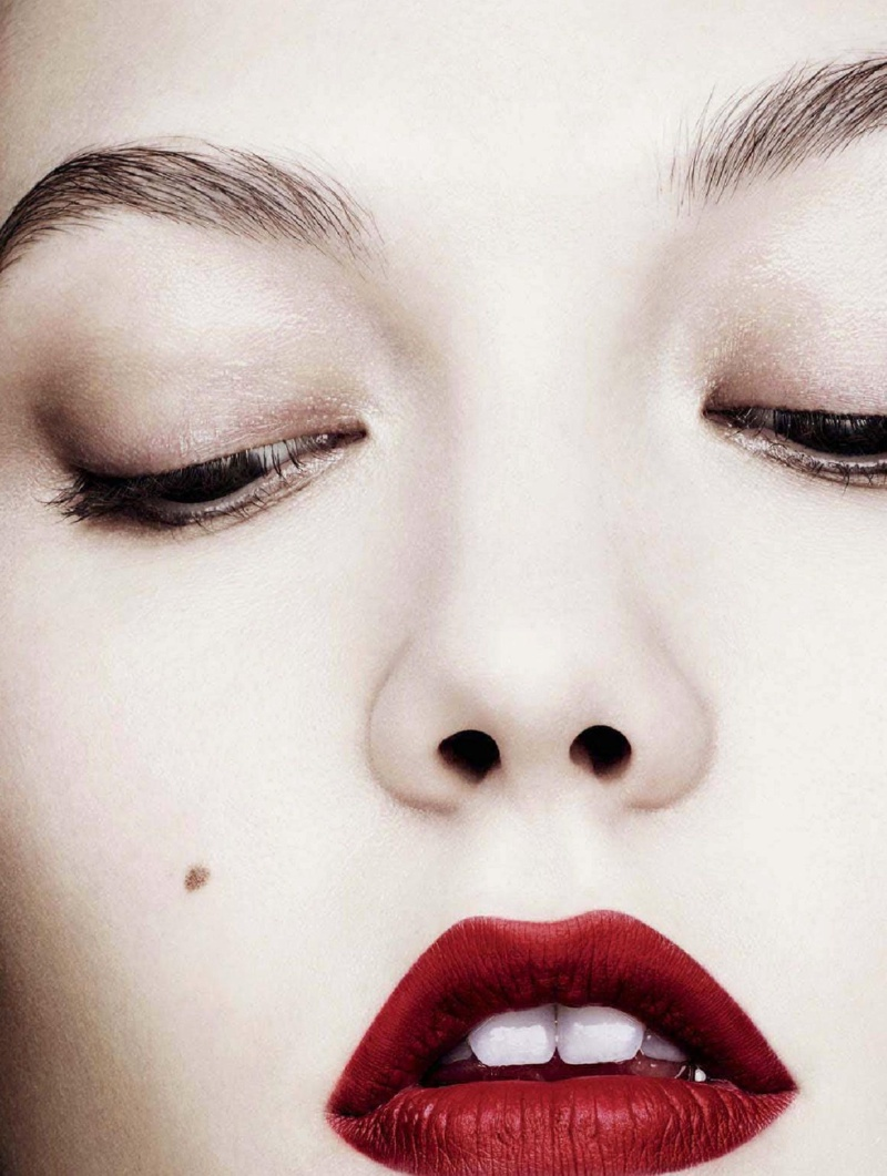 karlie beauty ben hassett5 Karlie Kloss Gets Painted for Ben Hassett in LExpress Styles Shoot
