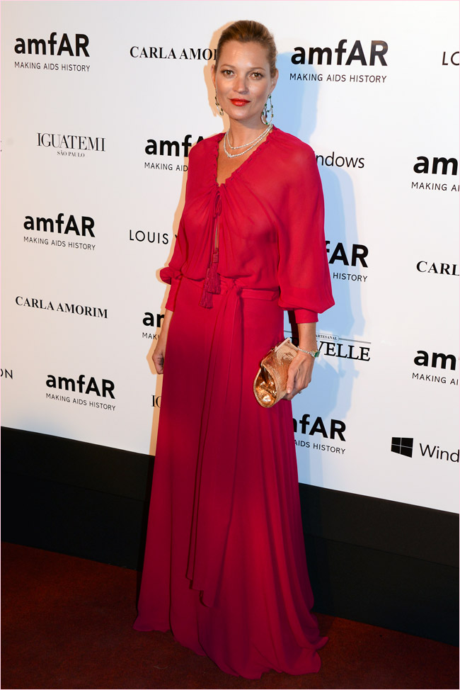 kate moss saint laurent dress1 Kate Moss Gets 70s Glam in Saint Laurent at the 2014 amfAR Gala