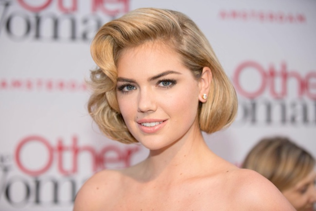 kate upton christian siriano dress3 Kate Upton Delivers Retro Glamour in Christian Siriano at The Other Woman NL Premiere