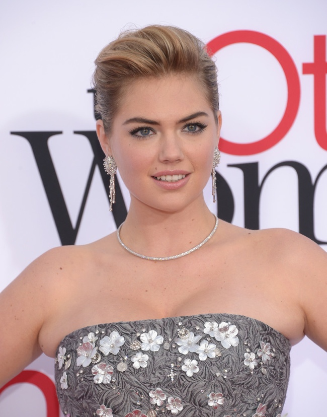 kate upton dolce gabbana dress2 Kate Upton Shines in Dolce & Gabbana at The Other Woman Los Angeles Premiere