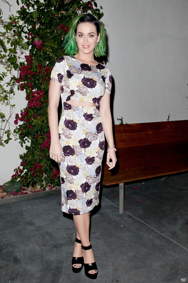 katy perry hair suno1 Katy Perry Shows Off New Hair in Suno at Marianne Williamson Event