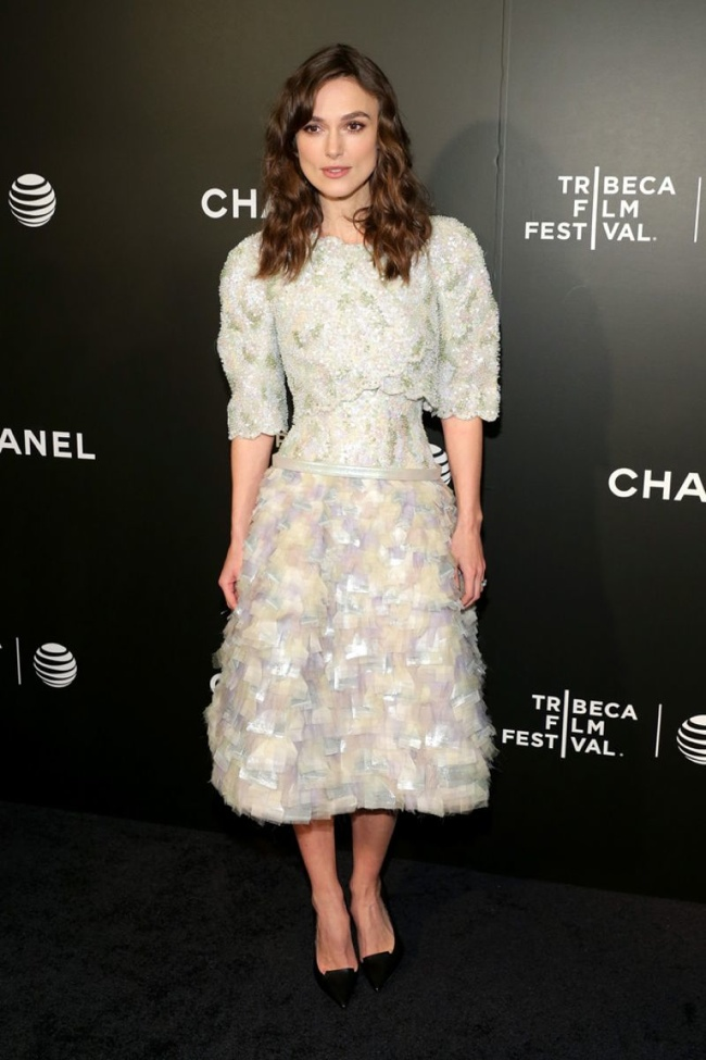 keira knightley chanel couture1 Keira Knightley Brings the Volume in Chanel Couture at the Begin Again TFF Premiere