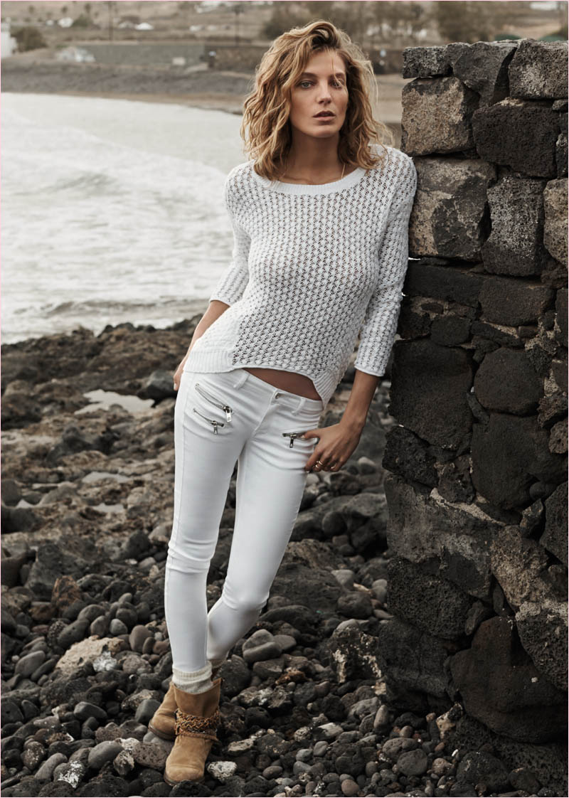 mango summer 2014 daria werbowy photos16 Daria Werbowy Hits the Beach in Mangos Summer 2014 Catalogue