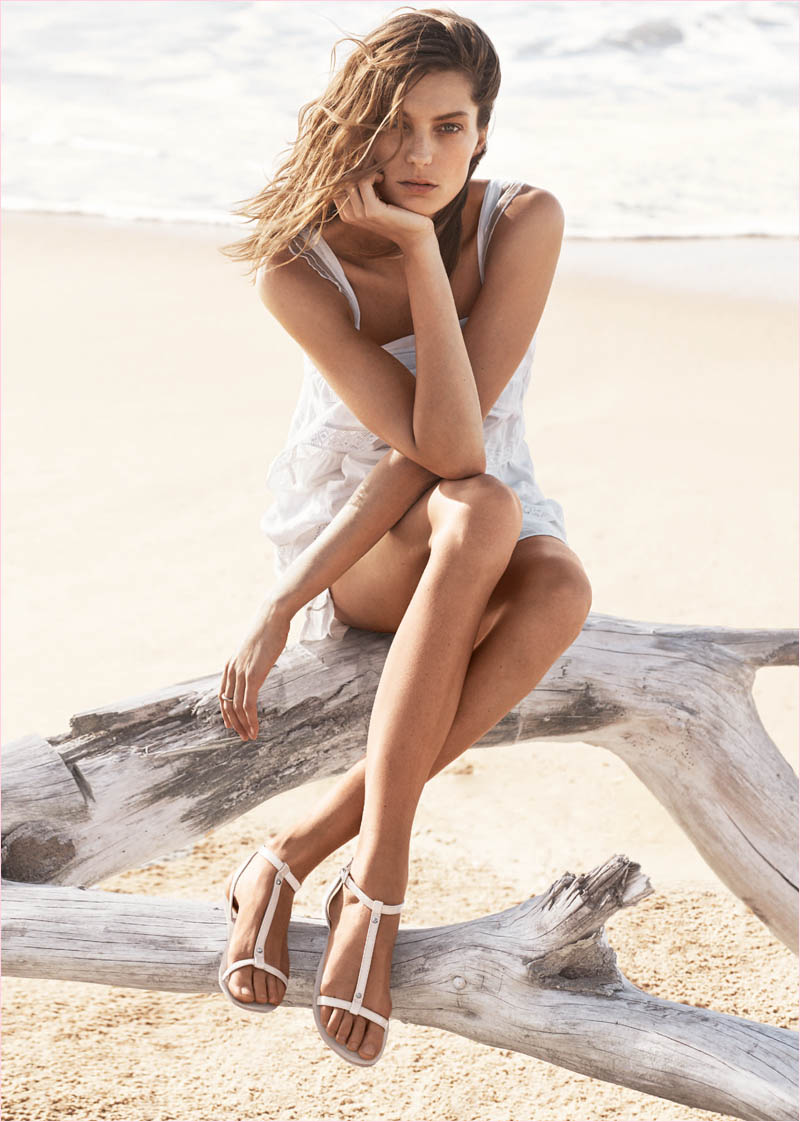 mango summer 2014 daria werbowy photos18 Daria Werbowy Hits the Beach in Mangos Summer 2014 Catalogue