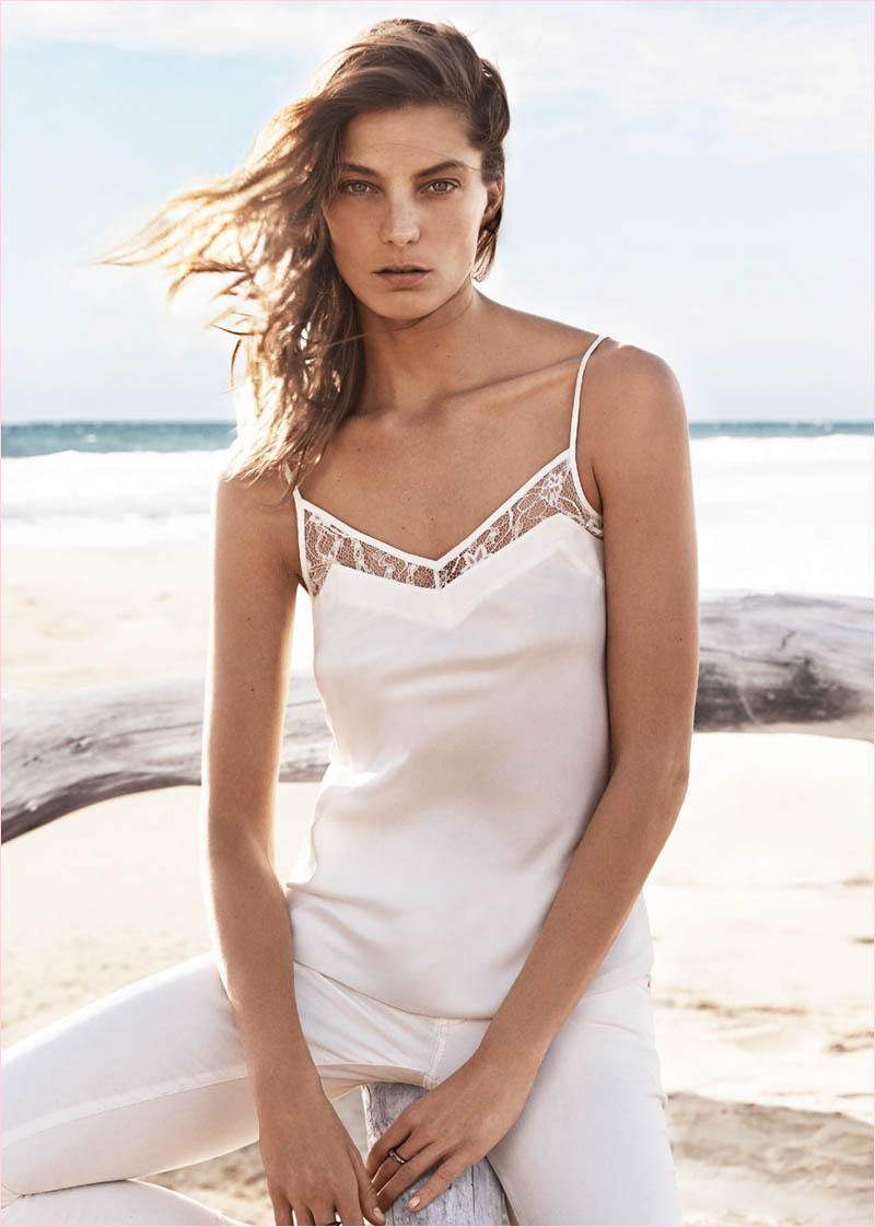 mango summer 2014 daria werbowy photos3 Daria Werbowy Hits the Beach in Mangos Summer 2014 Catalogue