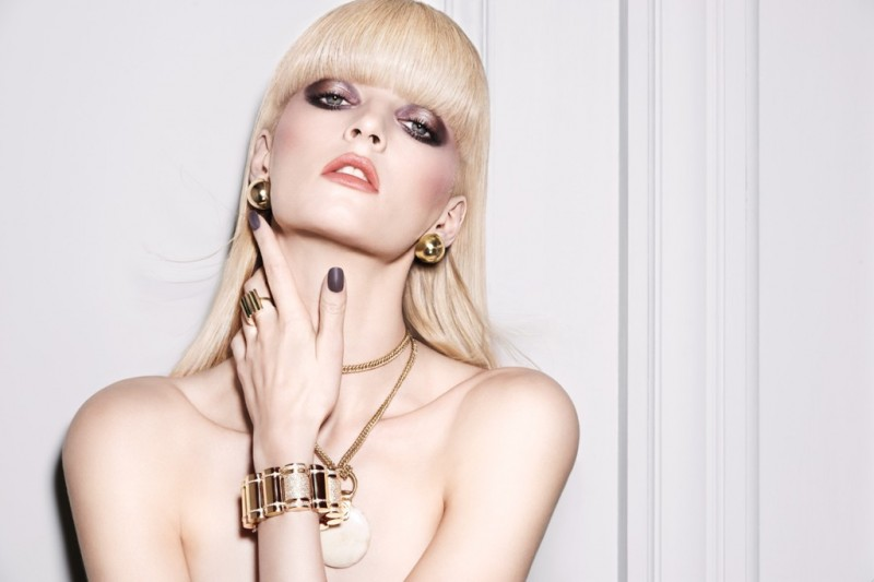 nars dual intensity eyeshadow ad 800x533 Daria Strokous Stars in NARS Cosmetics Dual Intensity Eyeshadow Ad