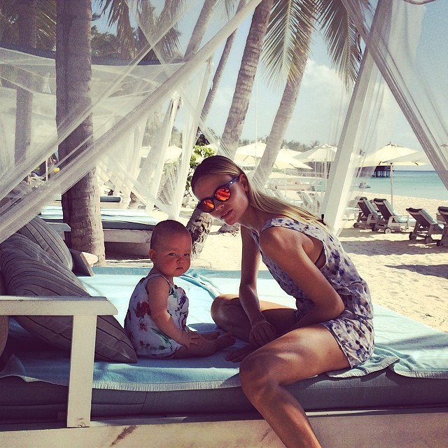 Natasha Poly and her daughter catch some sun