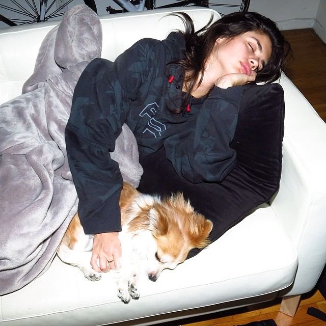 Sara Sampaio shared this photo after being in a pizza coma