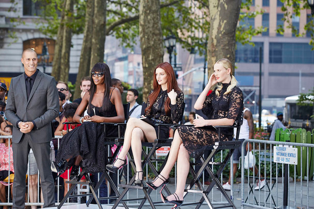 Nigel Barker. Naomi Campbell, Lydia Hearst + Anne V at Bryant Park. Image: Tim Brown/Oxygen