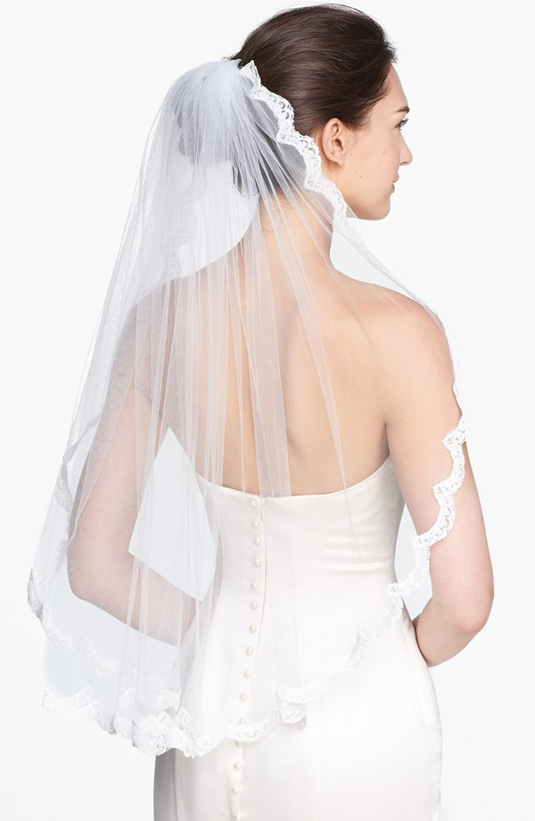 wedding belles lace border veil 7 Amazing Bridal Veils & Hair Accessories for Wedding Glamour