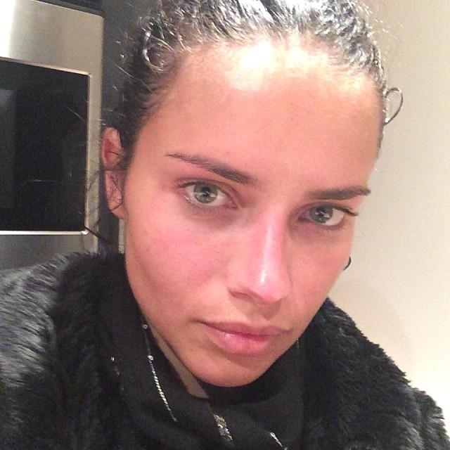 adriana lima no makeup Born Beautiful: 10 Model No Makeup Selfies