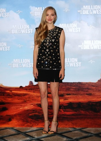 "Amanda Seyfried Wears Alexander McQueen Dress to ""A Million Ways to Die in the West"" London Photocall"