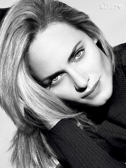 amber valletta hair allure 4 Amber Valletta Cuts Her Hair for Allure Cover Shoot