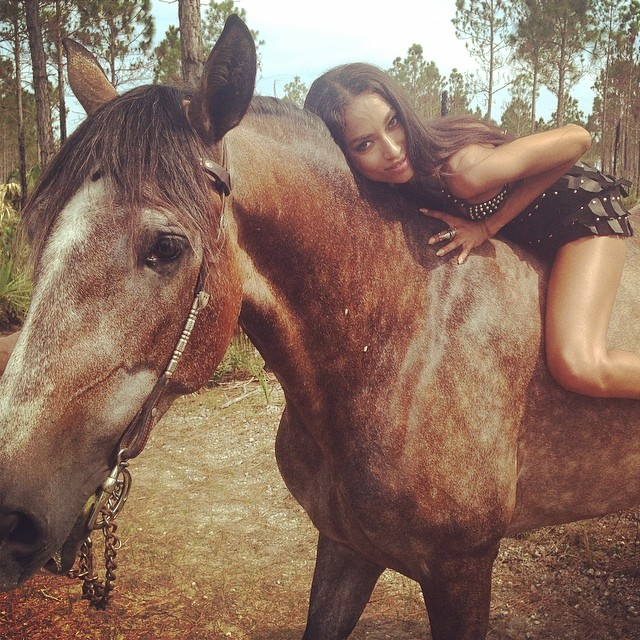 anais horse Instagram Photos of the Week | Candice Swanepoel, Toni Garrn + More Models