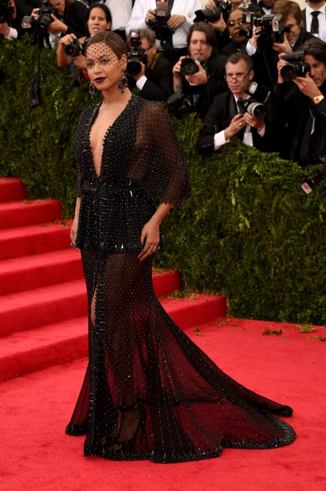 Beyonce is glam in black Givenchy Haute Couture gown