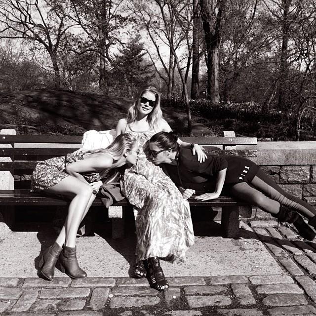 Candice Swanepoel, Adriana Lima support pregnant Doutzen Kroes