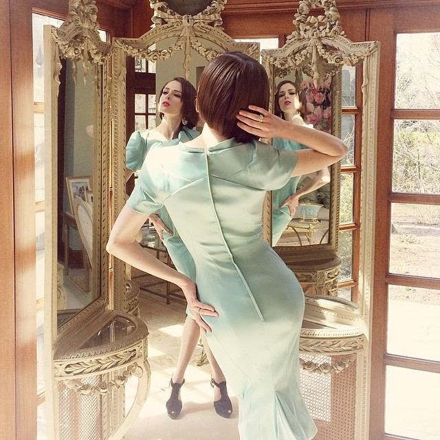 Coco Rocha shows off her outfit in a mirror