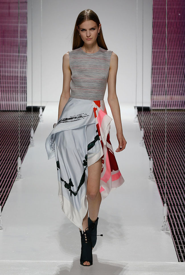 dior cruise 2015 show photos51 Diors Cruise 2015 Show Takes on Scarves, Pattern