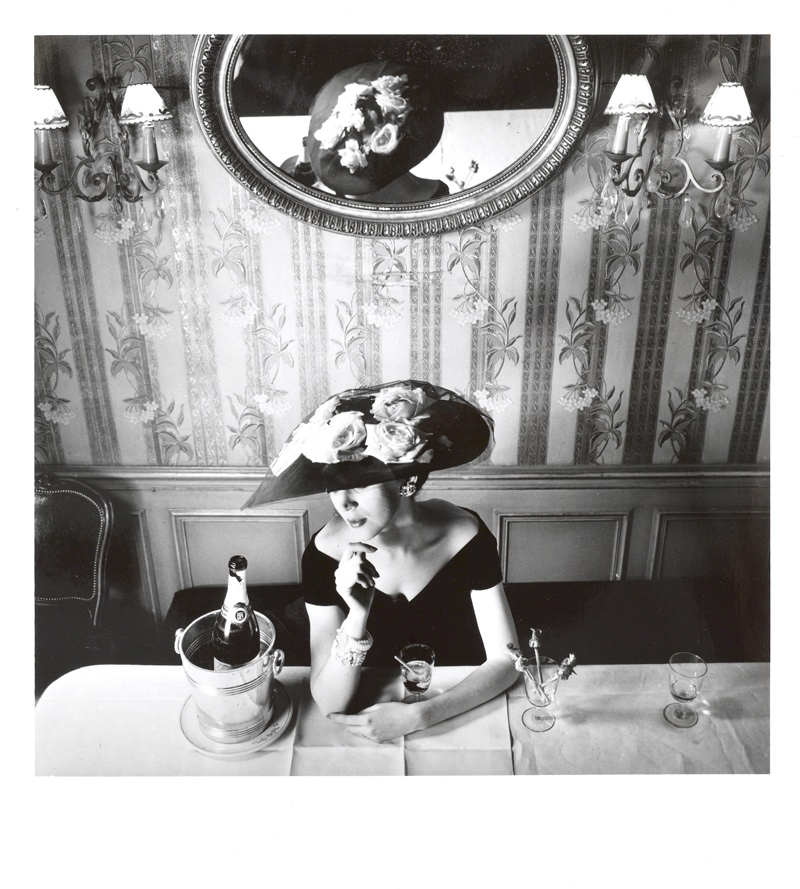 dior legendary images photos2 Dior: The Legendary Images Celebrates Fashions Famous Photographers