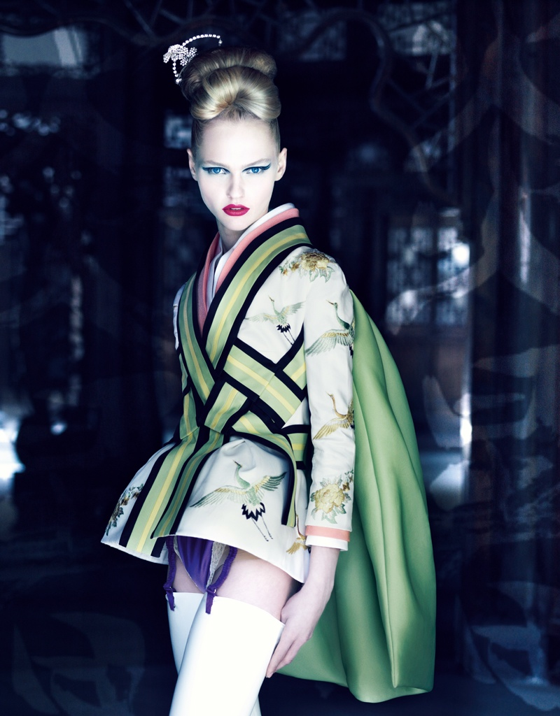 Patrick Demarchelier, 2007. Veste du modele Ko-Ko-San, collection Haute Couture printemps-ete 2007.